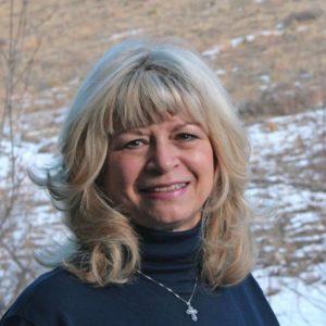 Artist Carolyn Lewis